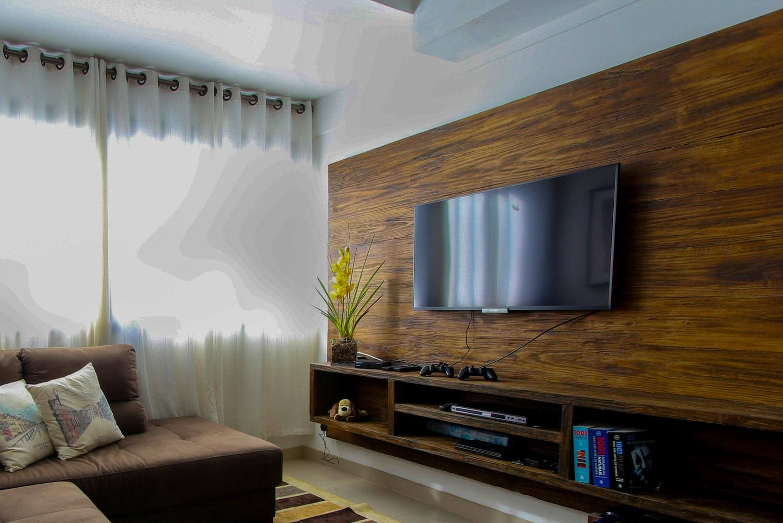 How to Mount a TV on the Wall By Yourself: Complete Guide
