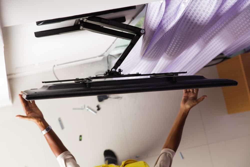 How to Unmount a TV? 8 Tips for Unmounting a TV